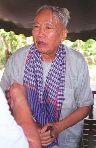 Cambodia's PM want law to punish those who deny Khmer Rouge Killing Fields atrocities